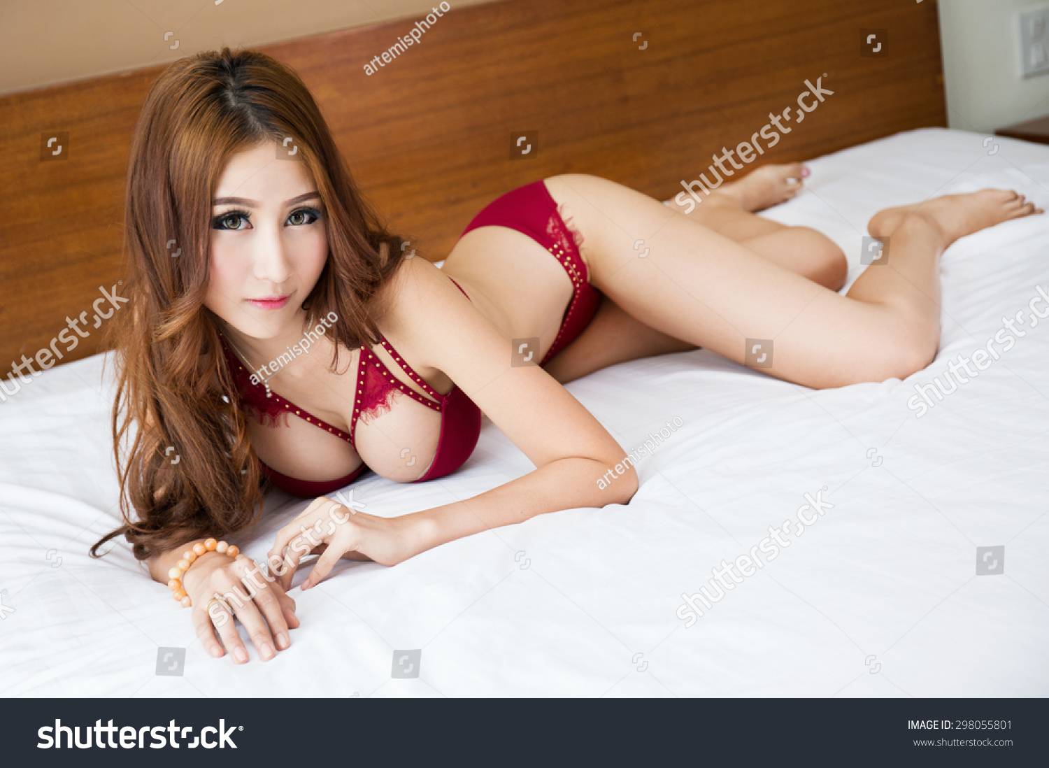 Perfect Body Girl Cums Five