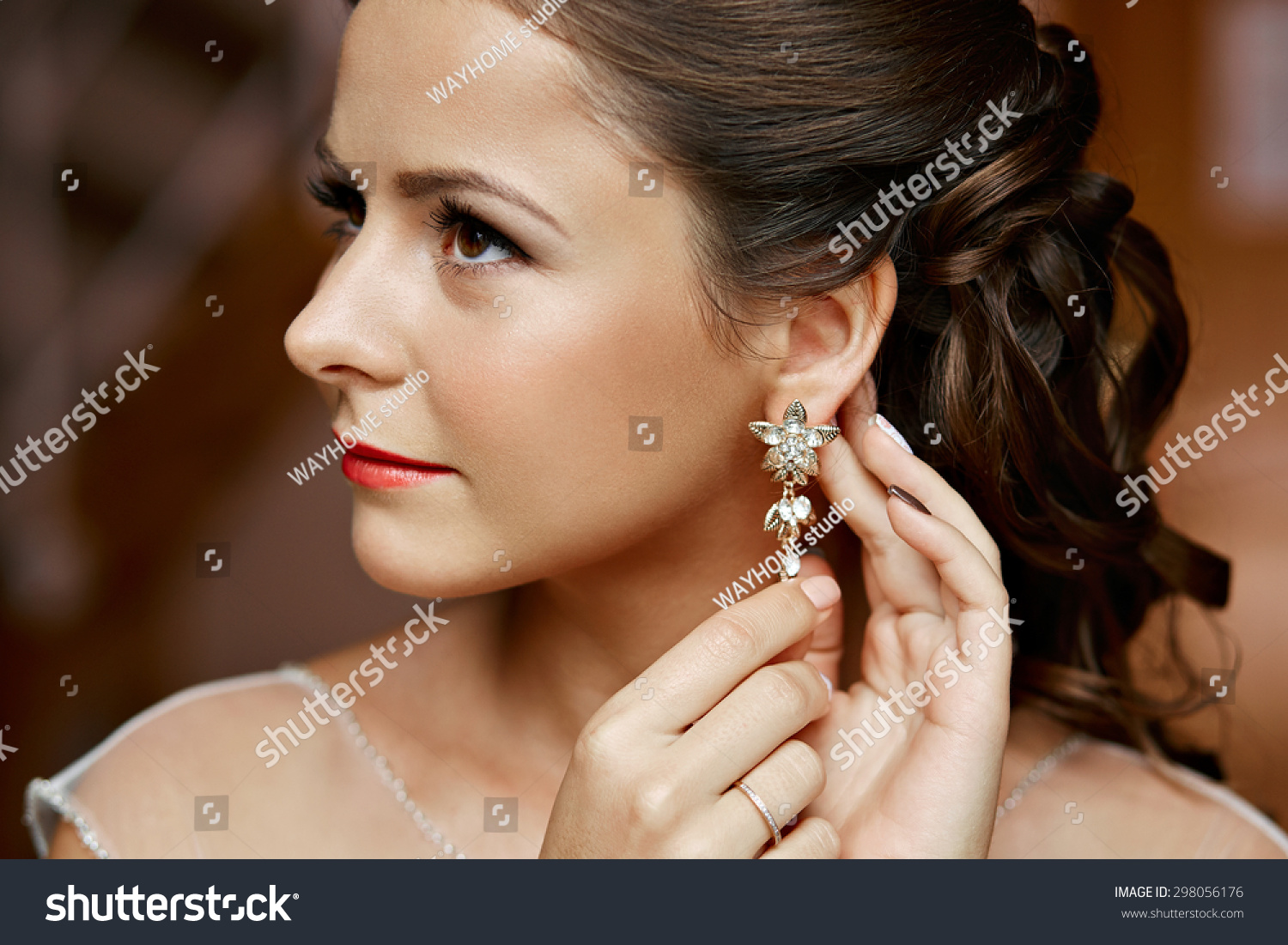 and women woman floral earrings pin jewel