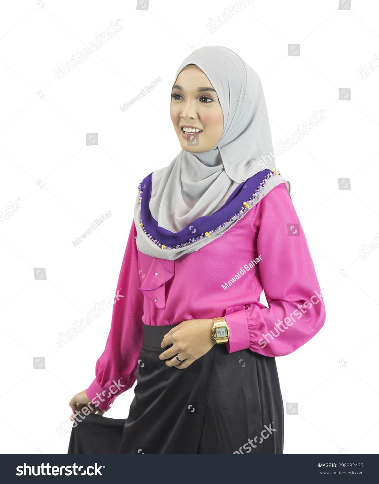 Portrait Young Beautiful Asian Muslim Woman Stock Photo 298382435 - Shutterstock-3789