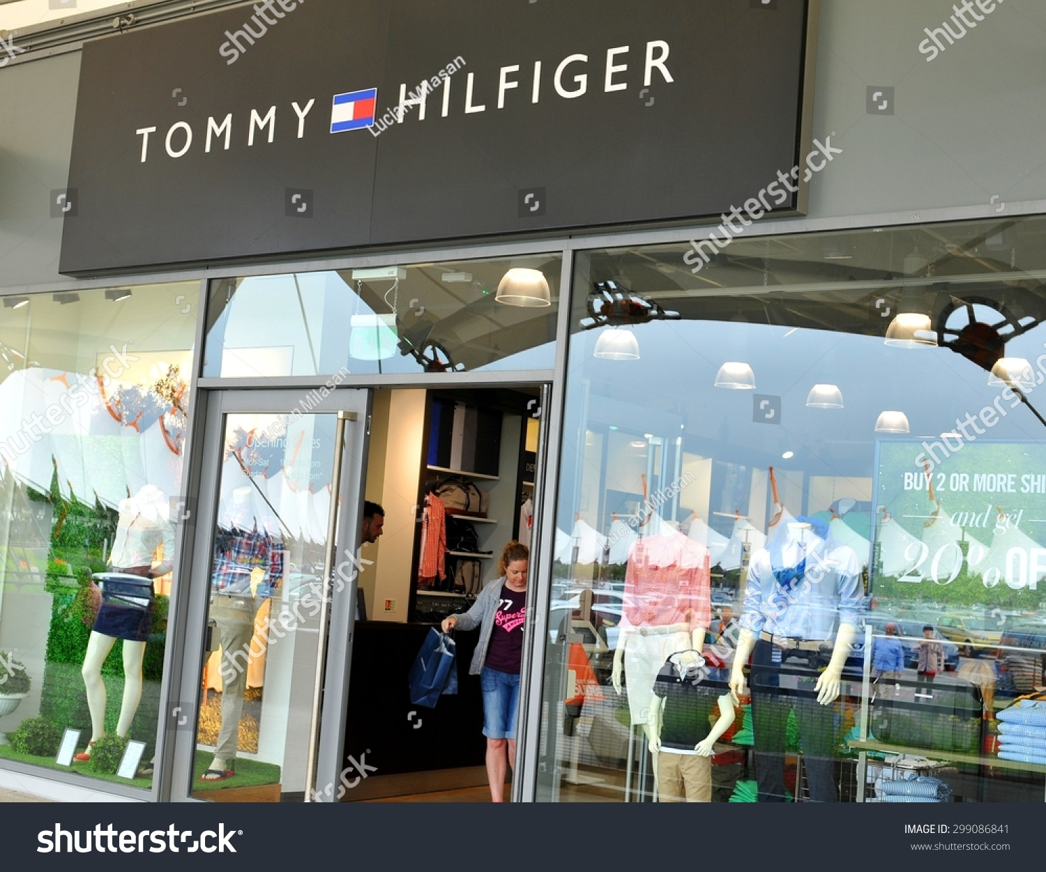 Oct 18,  · TOMMY HILFIGER WOMEN. Discover the latest styles in women's clothing, shoes, bags and accessories from Tommy dionsnowmobilevalues.mlr you are shopping for a glam event, your next festival or a big night out, this season's collection from Tommy Hilfiger for women has got you covered.