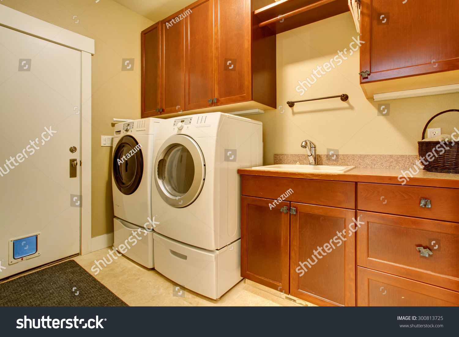 modern laundry room flooring | Modern Laundry Room With Tile Floor, Also Washer And Dryer ...