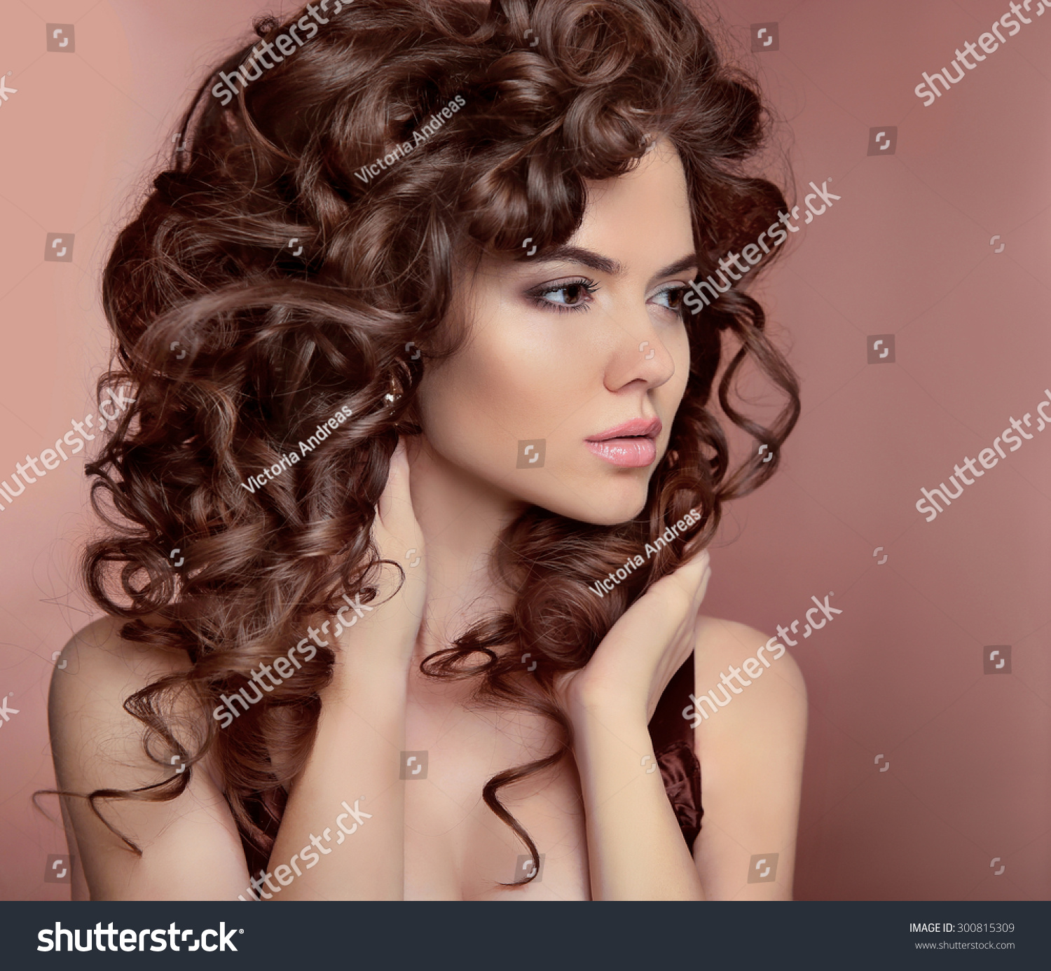 Astounding Wavy Hair Beautiful Girl With Makeup Curly Hairstyle Brunette Short Hairstyles For Black Women Fulllsitofus