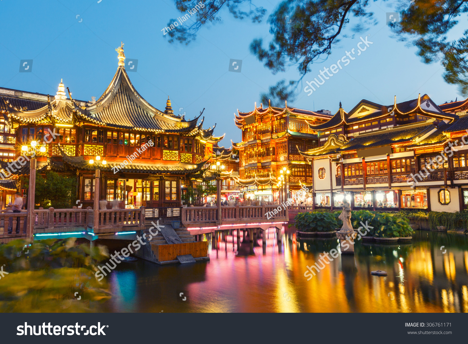 Chinese Traditional Yuyuan Garden Building Scenery In The ...