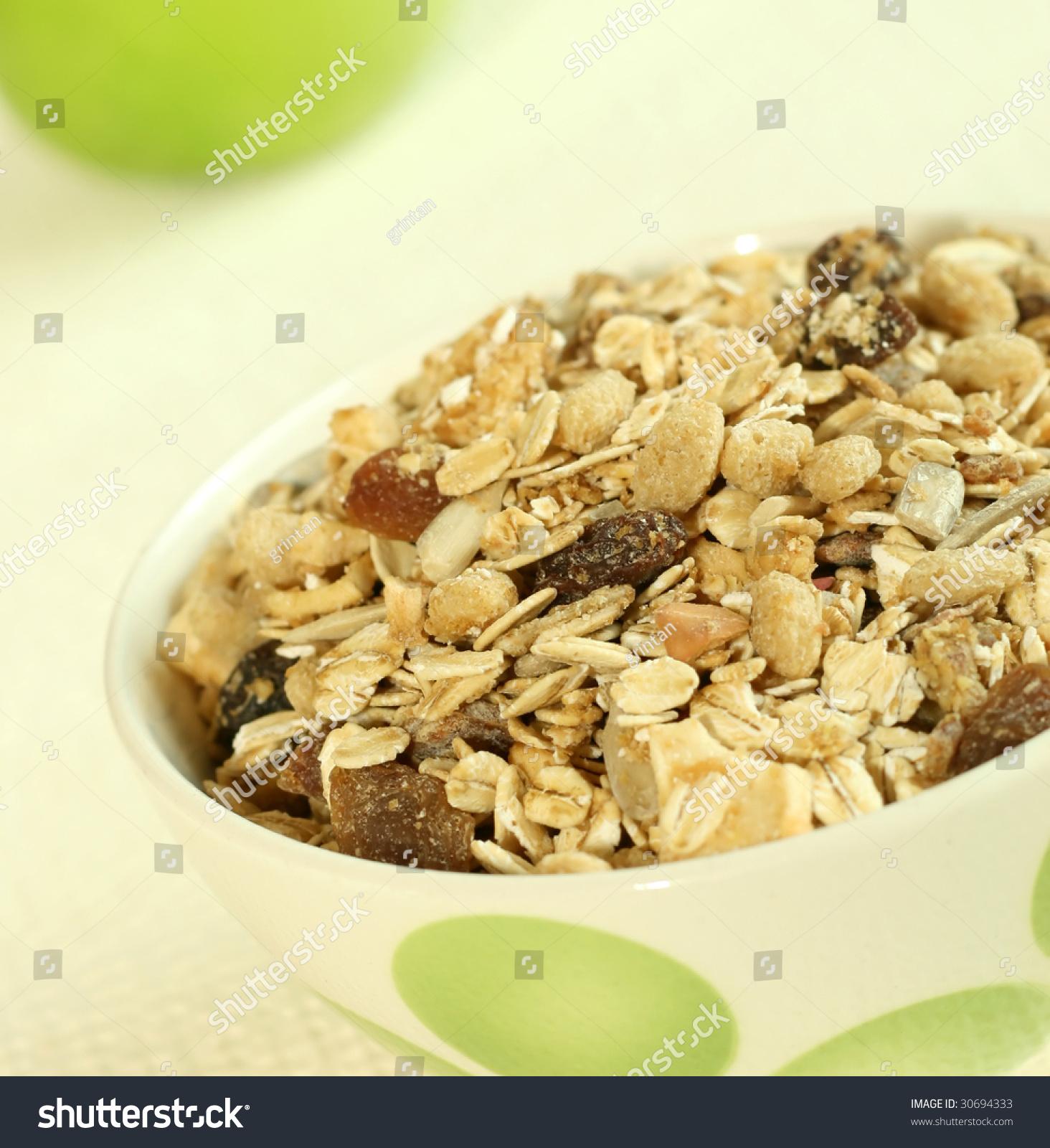 how to serve muesli for breakfast