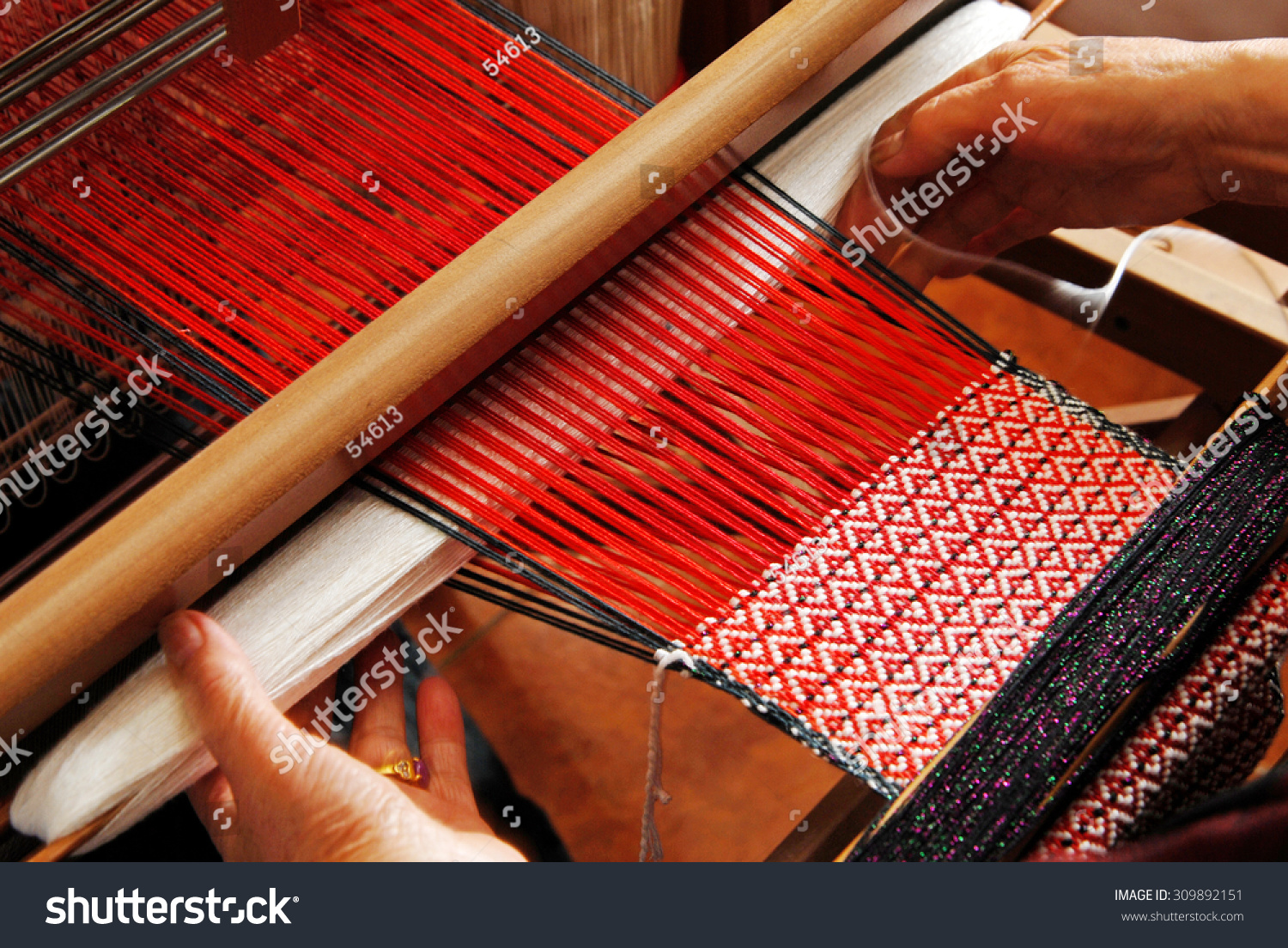 hand weaving On a visit to studio donegal, watch the traditional handweaving methods by our weavers encompassing handwoven tweed jackets, handwoven bedspreads,.