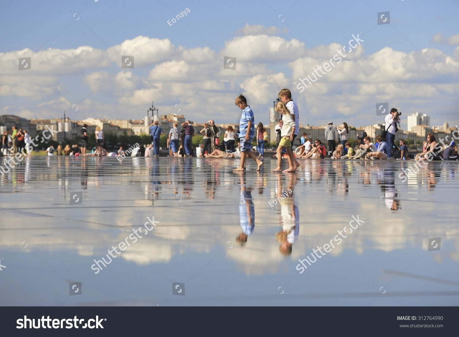 Bordeaux france 4 august 2015 bordeaux water mirror for Mirror pool bordeaux