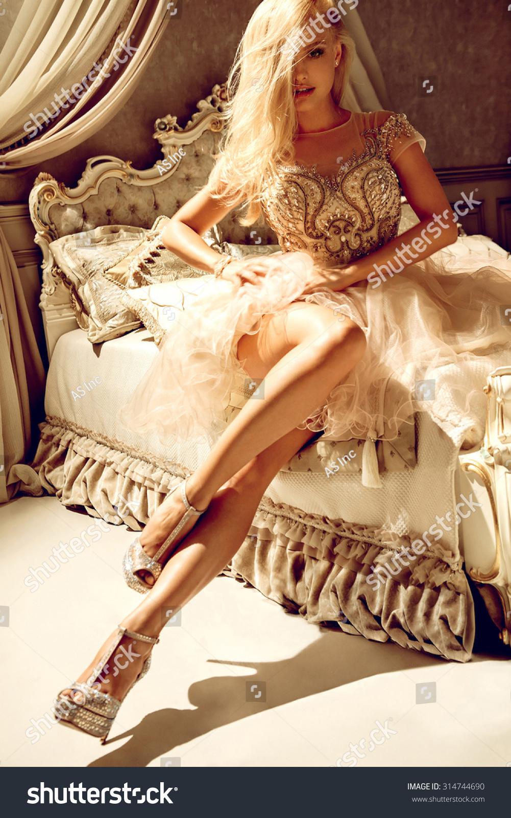 Luxury Princess Nude Photos 11