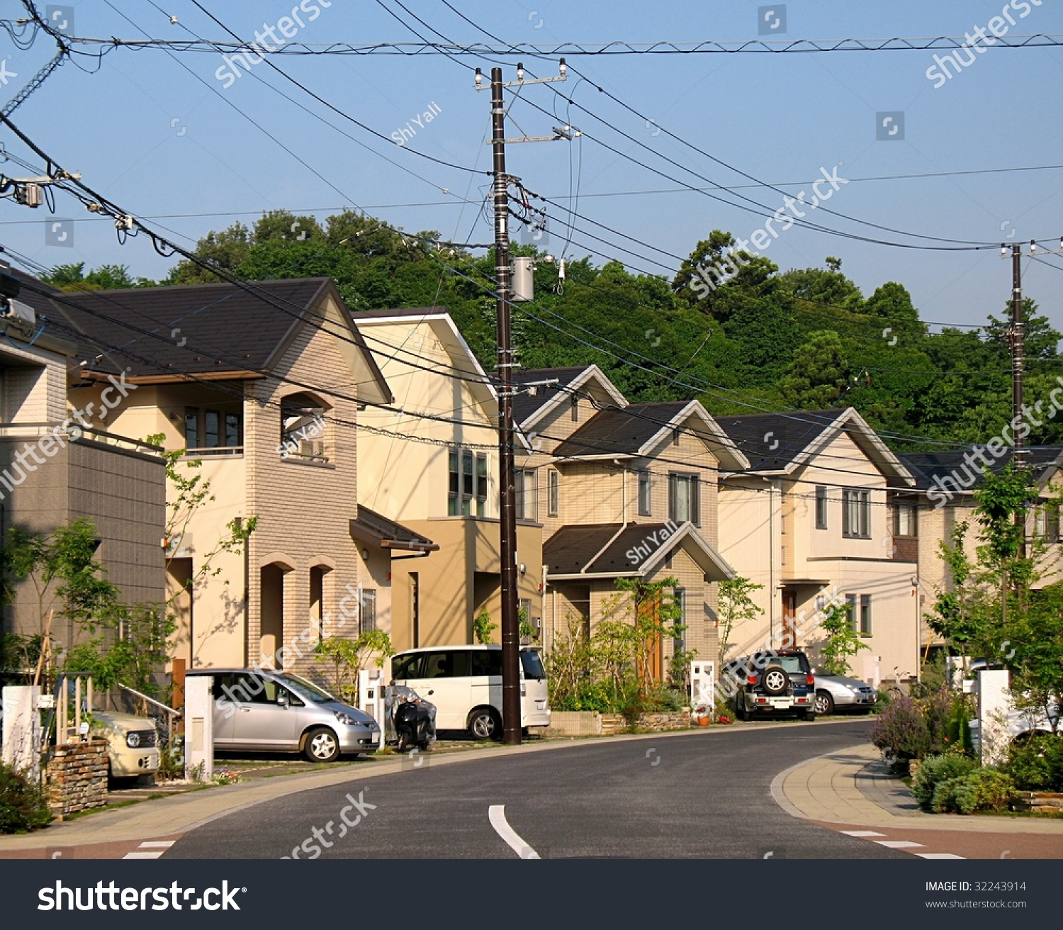 """white middle class suburbia 2018 samuel h kye, """"the persistence of white flight in middle-class suburbia""""  social science research, 72: 38-52 o karl f schuessler."""