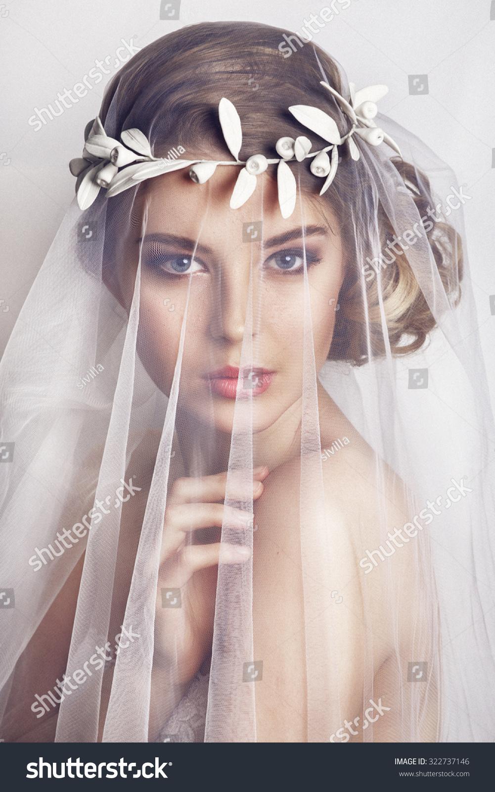 Closeup Portrait Of A: Beautiful Bride Fashion Wedding Hairstyle On Stock Photo