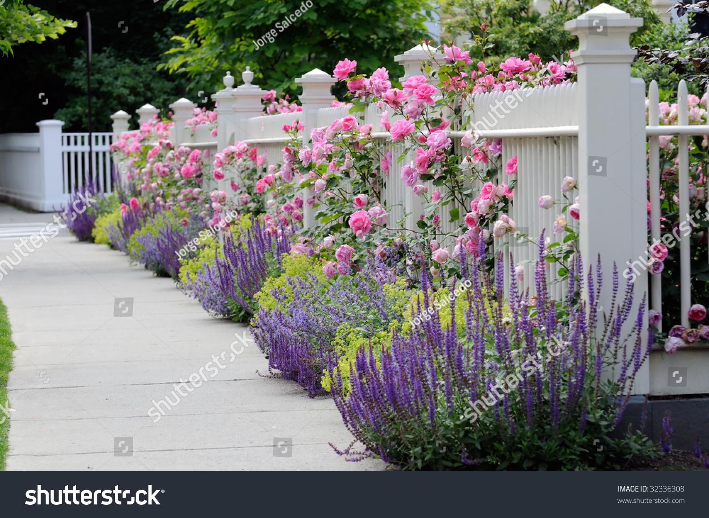 Как украсить ограду своими руками