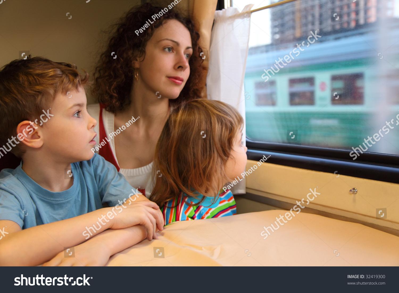 С мамой в поезде 5 фотография