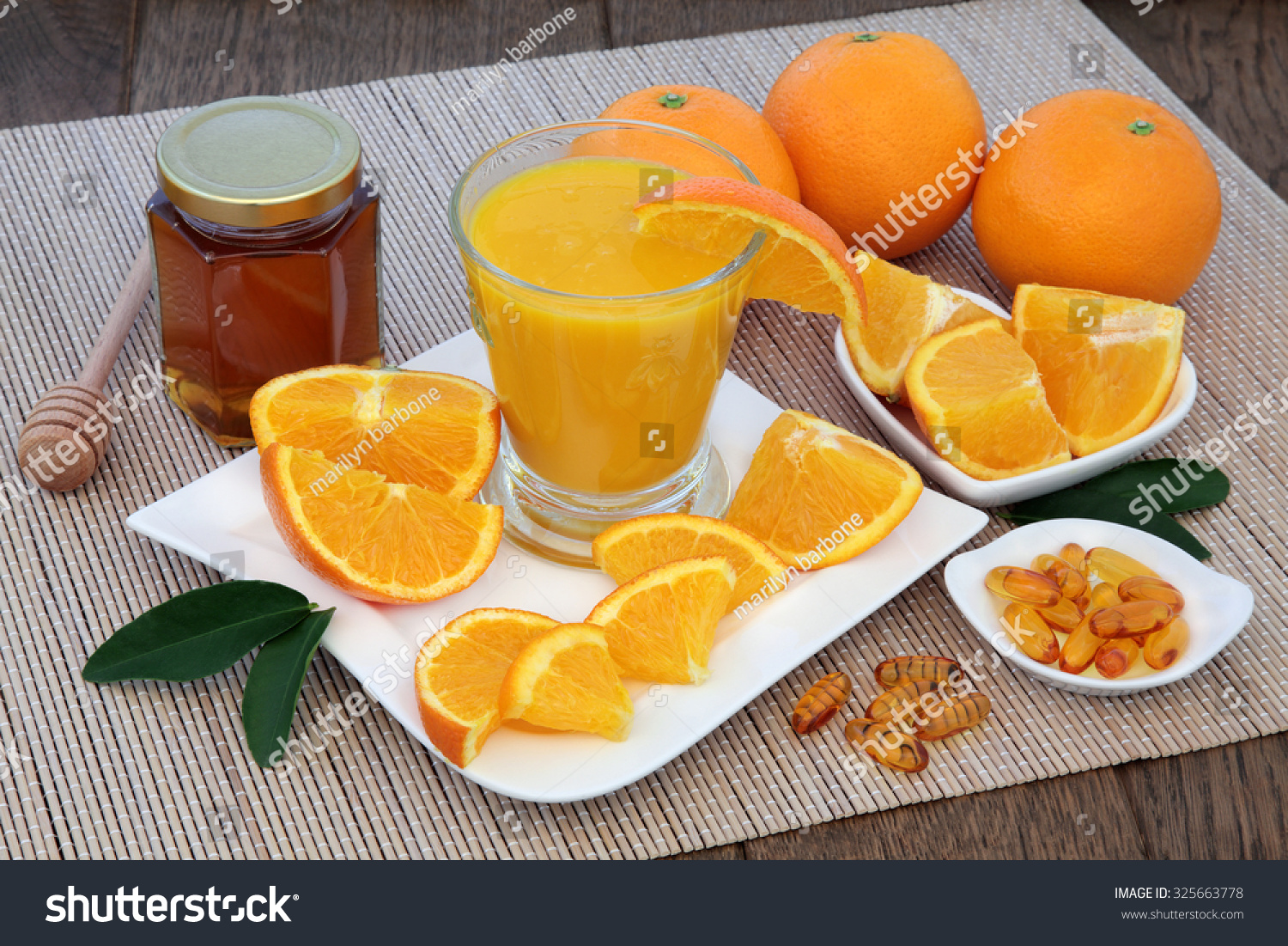 does vitamin c change over time in orange juice Freshly squeezed orange juice contains approximately 9 grams of citric acid per liter, while commercially processed orange juice contains 17 grams per liter freshly squeezed orange juice is also high in vitamin c and minerals such as potassium, thiamine and folic acid.