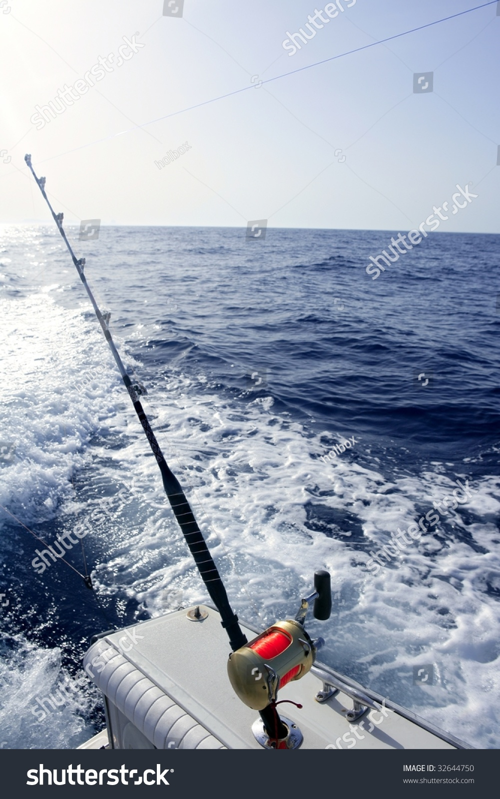 Big game boat saltwater fishing tourney with two rod and for Boat fishing games