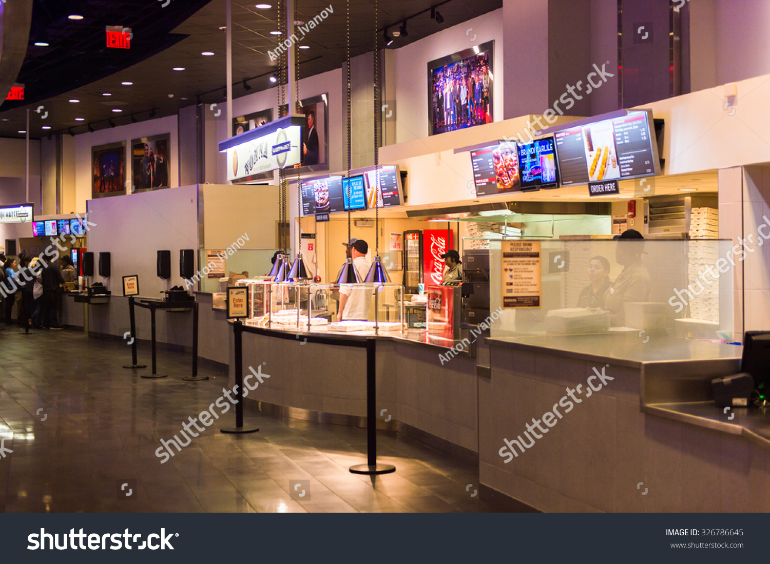 NEW YORK, USA - OCT 8, 2015: Food court at the Madison Square Garden ...