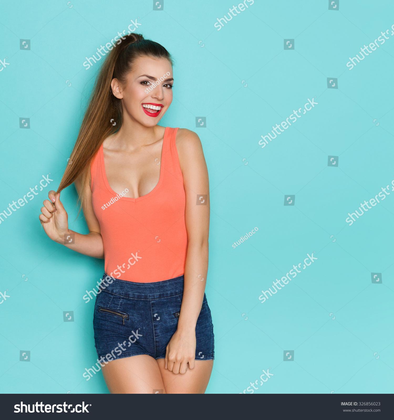 women minimalism cleavage - photo #37