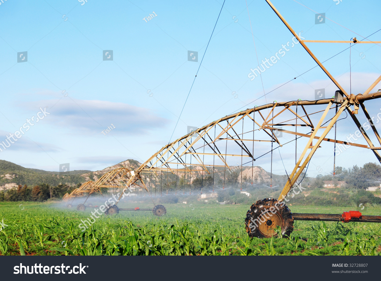 Modern Irrigation System Watering Farm Field Stock Foto 32728807 ...