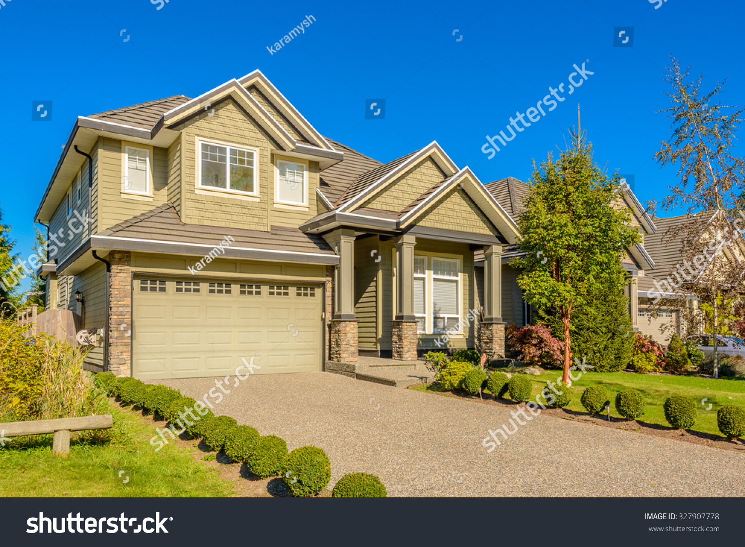 Luxury house sunny day vancouver canada stock photo for Home daylight
