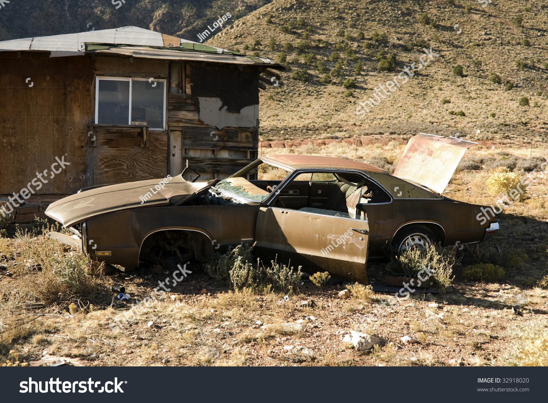 Abandoned Junk Car Desert Next House Stock Photo 32918020 - Shutterstock