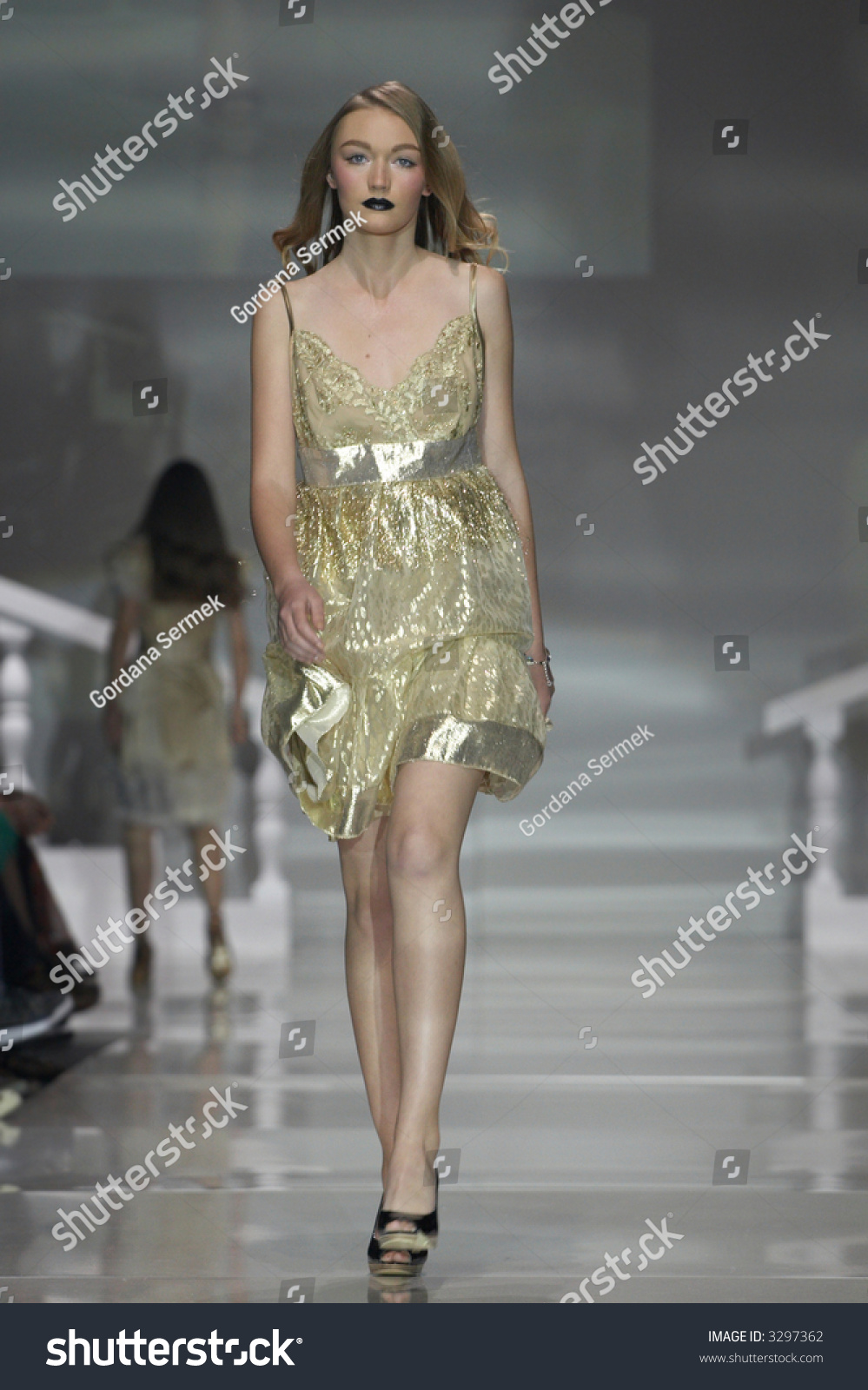 Vanessa Jackman: New York Fashion Week SS 2012...A Model ... |Fashion Model Walking