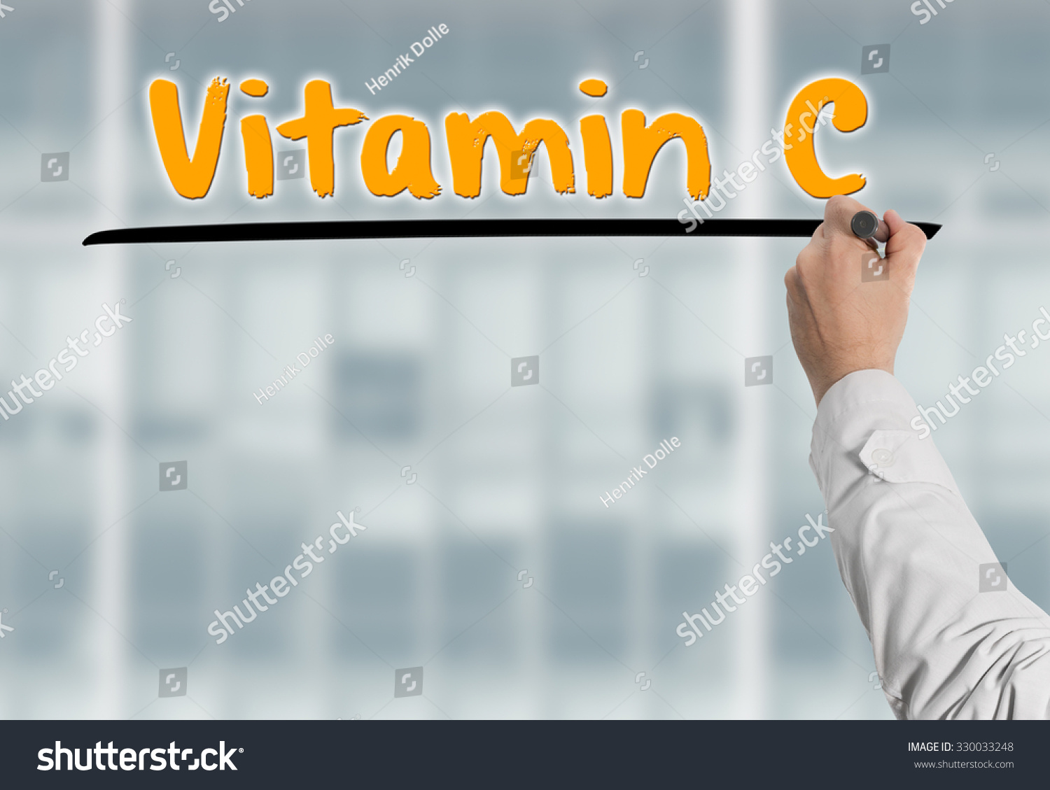 Doctor writes on a glas wall the headline Vitamin C