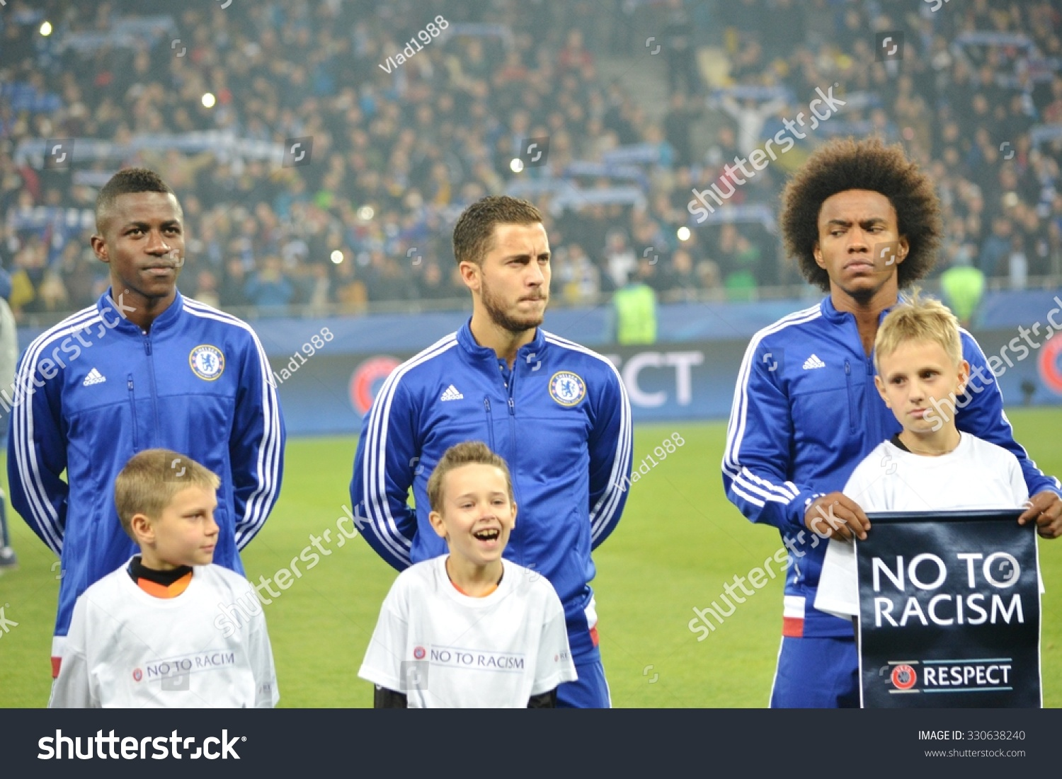 ¿Cuánto mide Eden Hazard? - Altura y peso - Real height and weight Stock-photo-kiev-ukraine-okt-willian-r-ramires-l-eden-hazard-c-during-the-uefa-champions-league-330638240