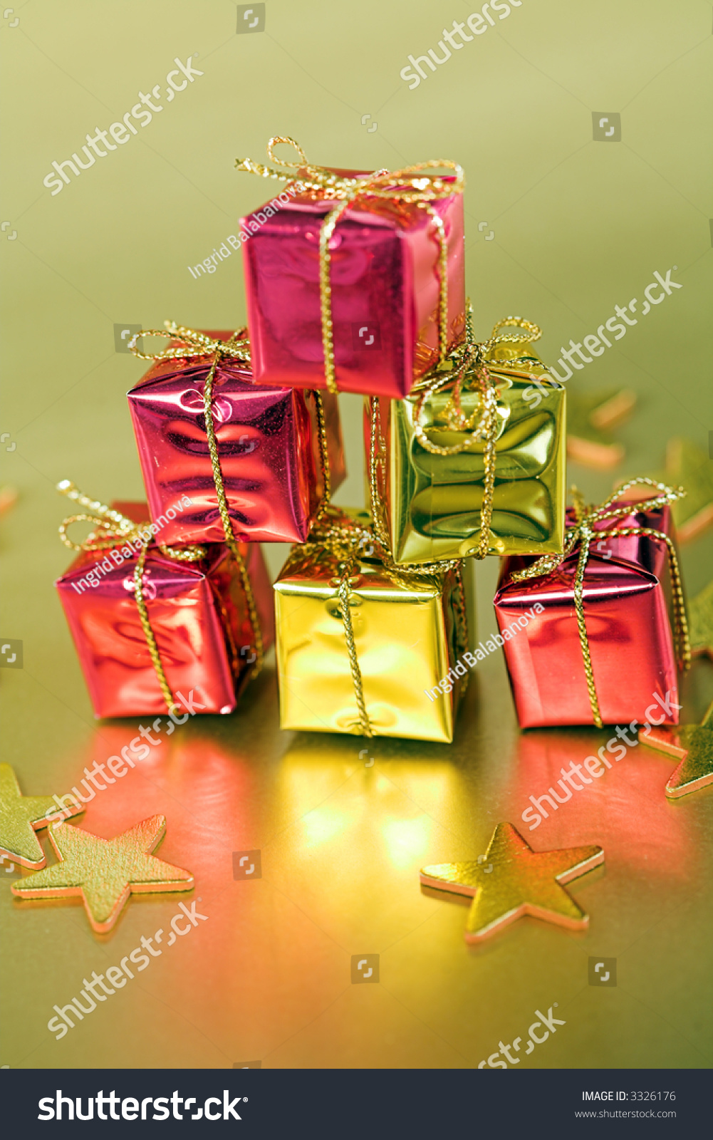 Small Christmas gifts on gold background | EZ Canvas