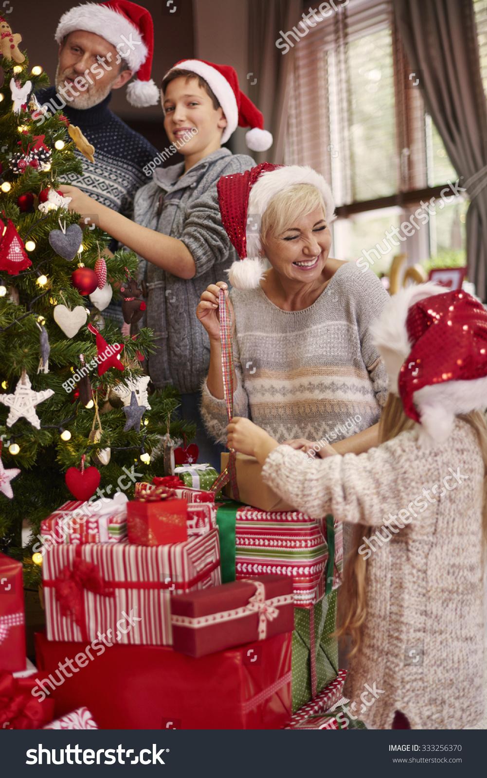 Great Fun Dressing Christmas Tree Stock Photo 333256370 - Shutterstock