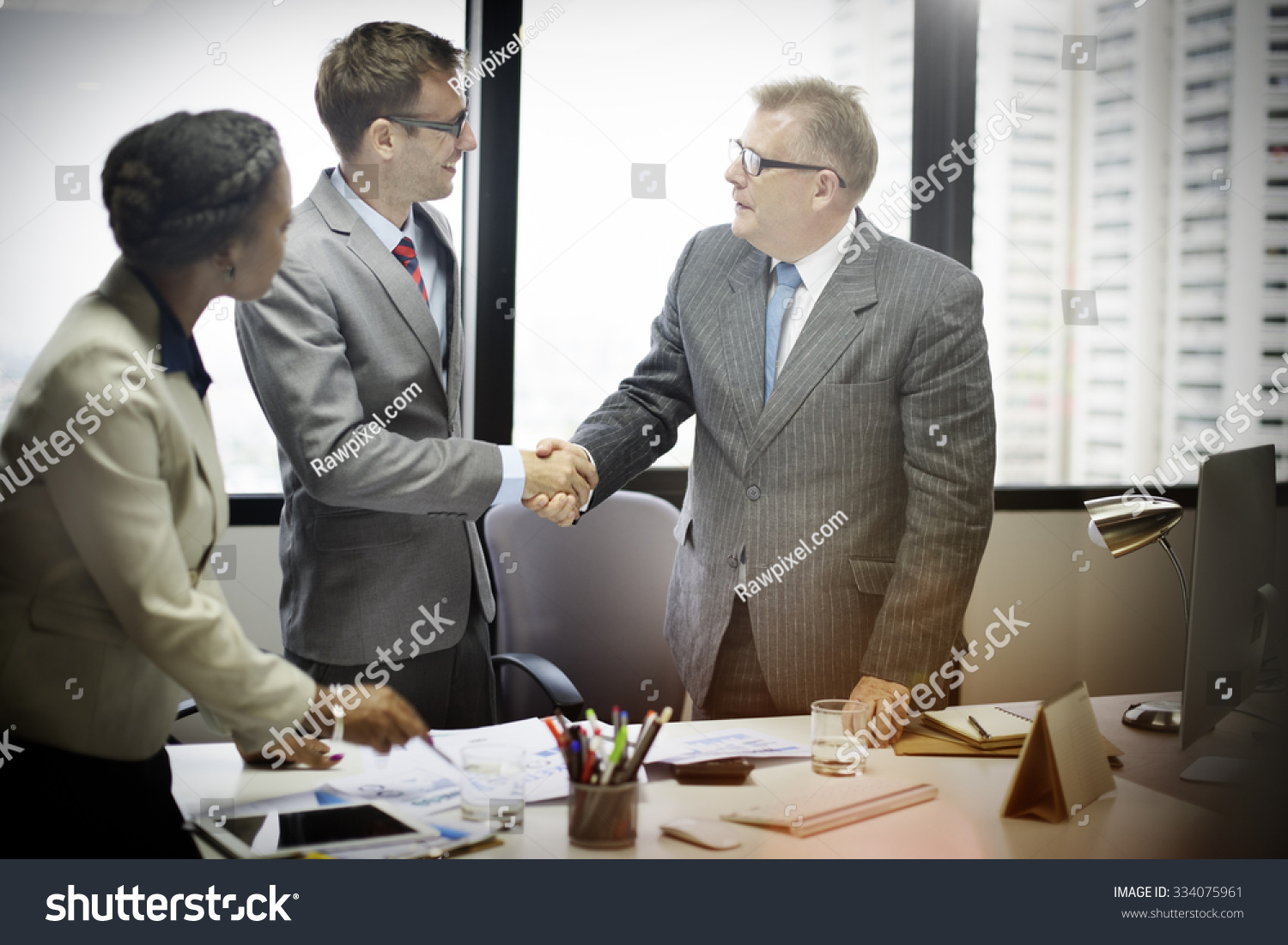 Business people handshake greeting deal at work photo free download - Business People Handshake Greeting Deal Concept