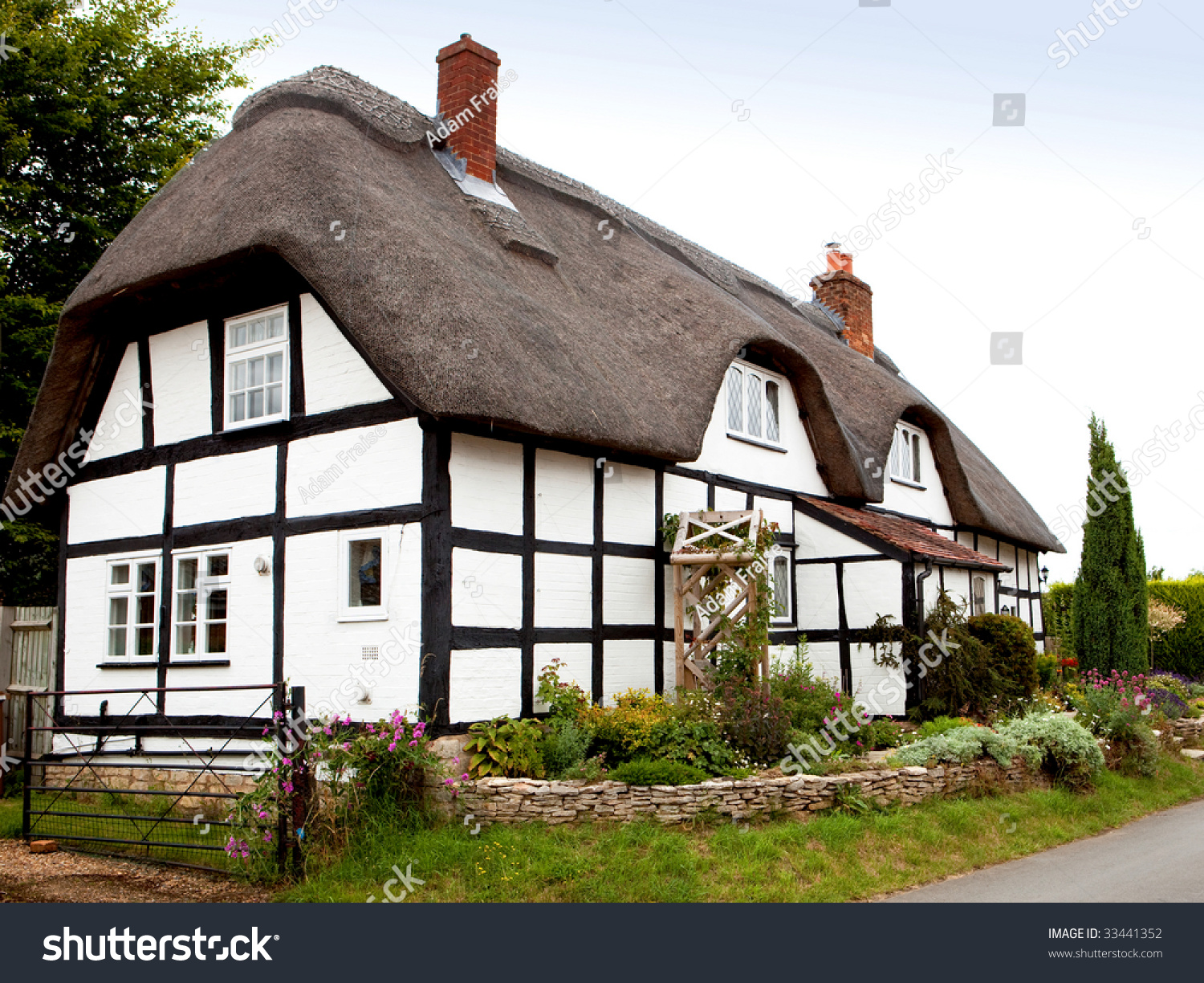 A traditional thatched cottage in rural England #33441352