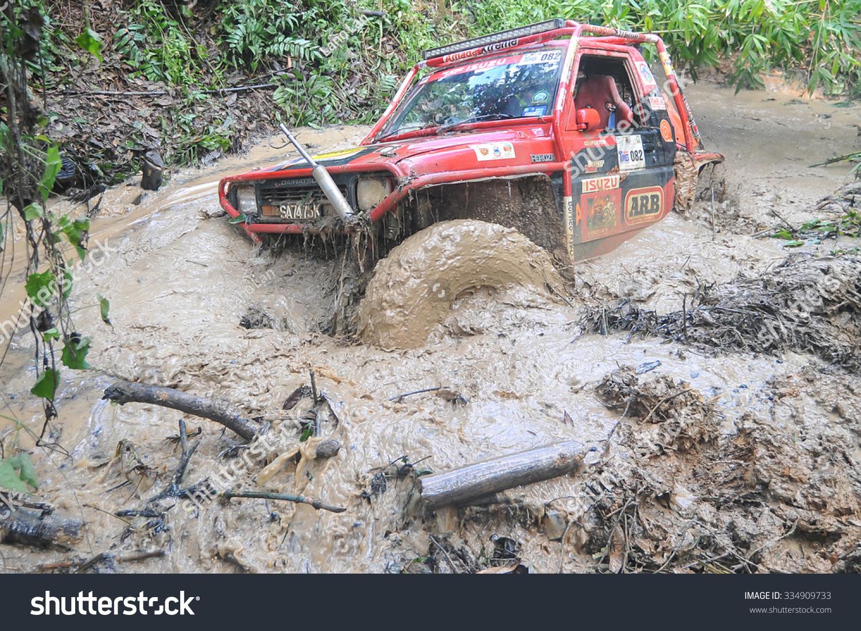 Tenom sabah malaysia oct 29 2015 4x4 enthusiast wading a muddy trail using
