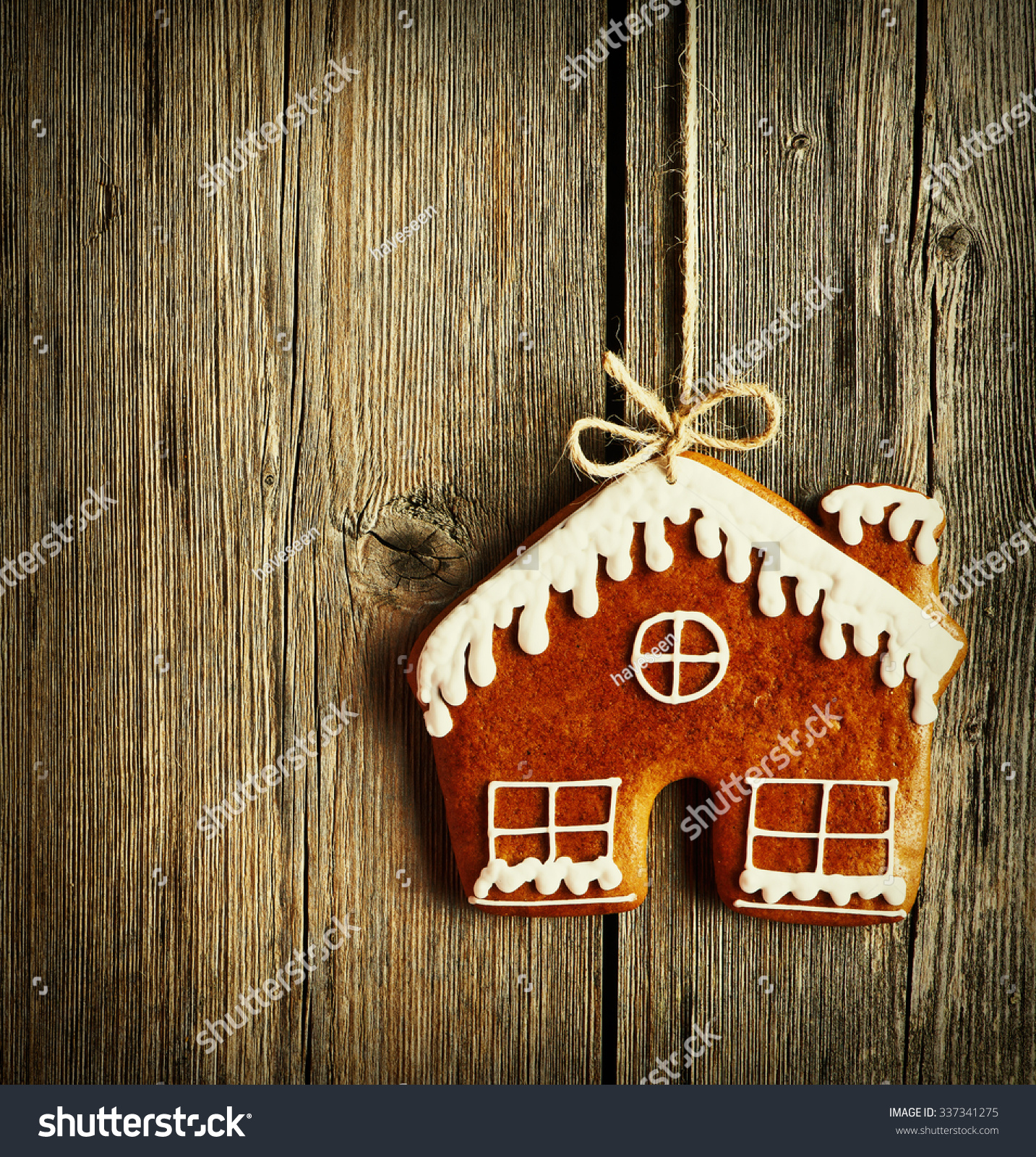 4067ab2206124 Christmas Homemade Gingerbread House Cookie Over Stock Photo (Edit ...