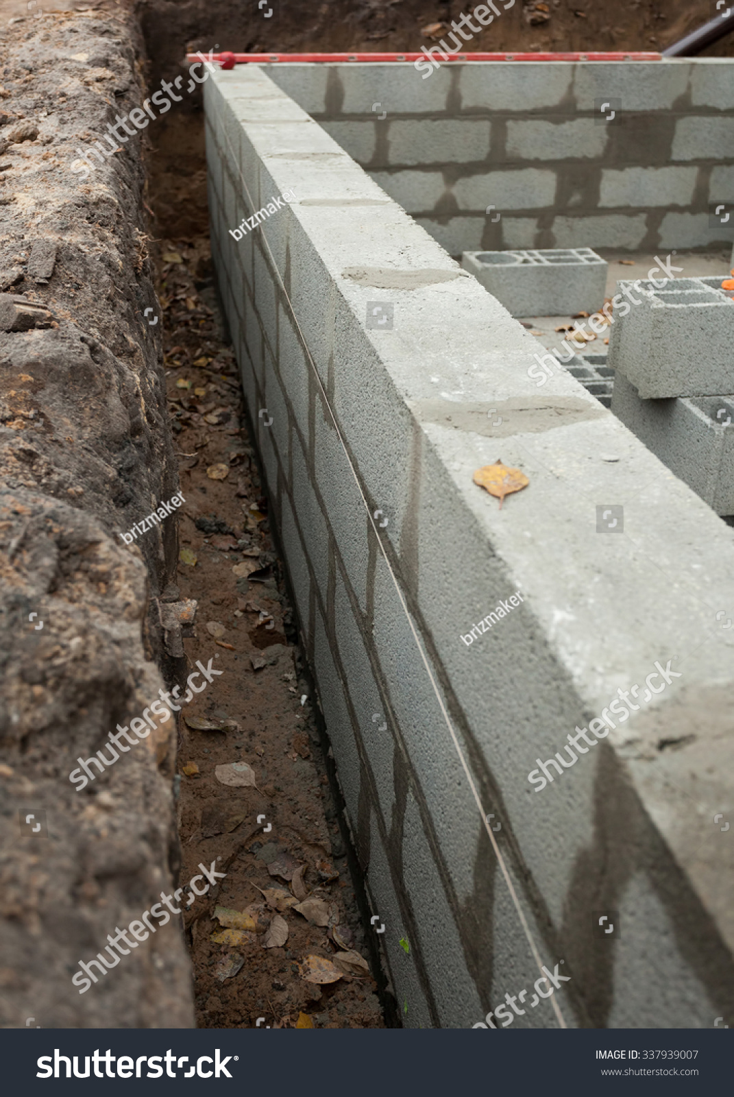 Block wall foundation new house stockfoto 337939007 for Block wall foundation