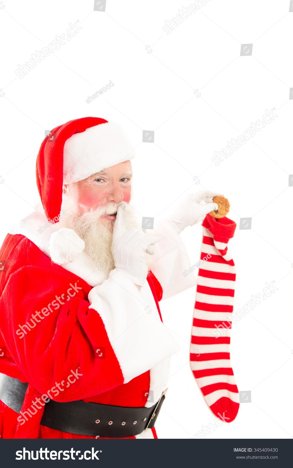 圣诞老人把饼干放在圣诞袜,白色背景 - 假期,人