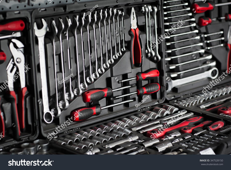 photo de stock de red tools black toolbox on shop (modifier