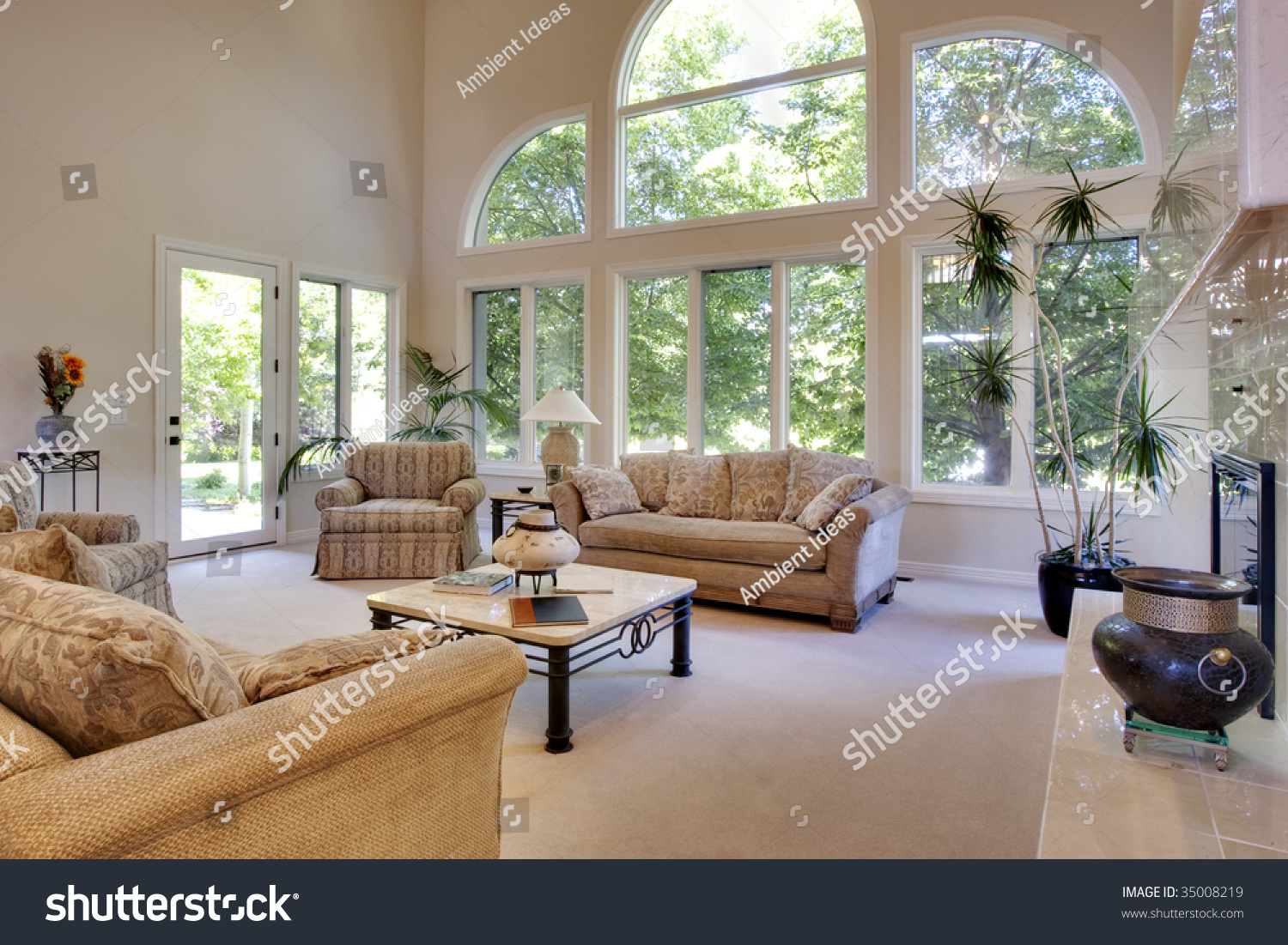 Great Room Vaulted Ceilings Stock Photo 35008219