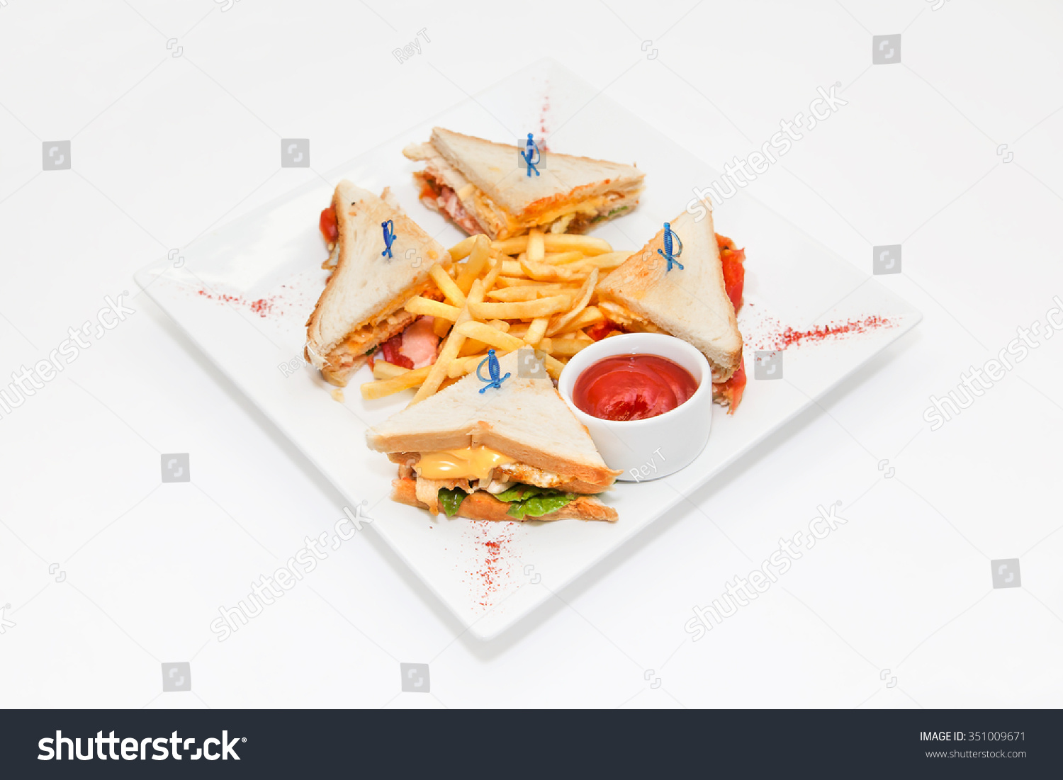 Club sandwich club sandwiches with french fries chip for Canape sandwich