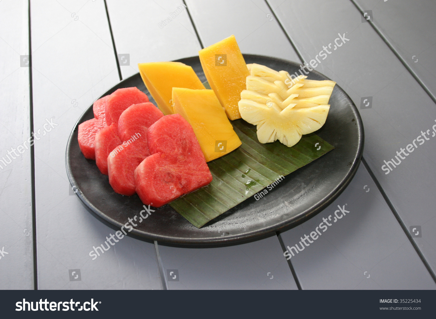 how to cut pineapple into shapes