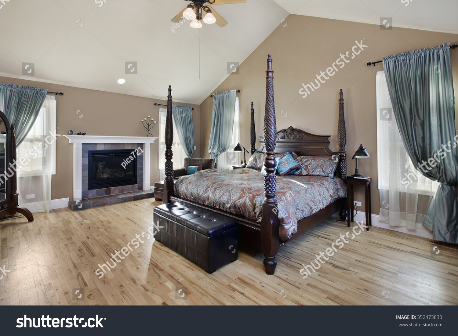 Master Bedroom Suburban Home Fireplace Stock Photo 352473830 Shutterstock