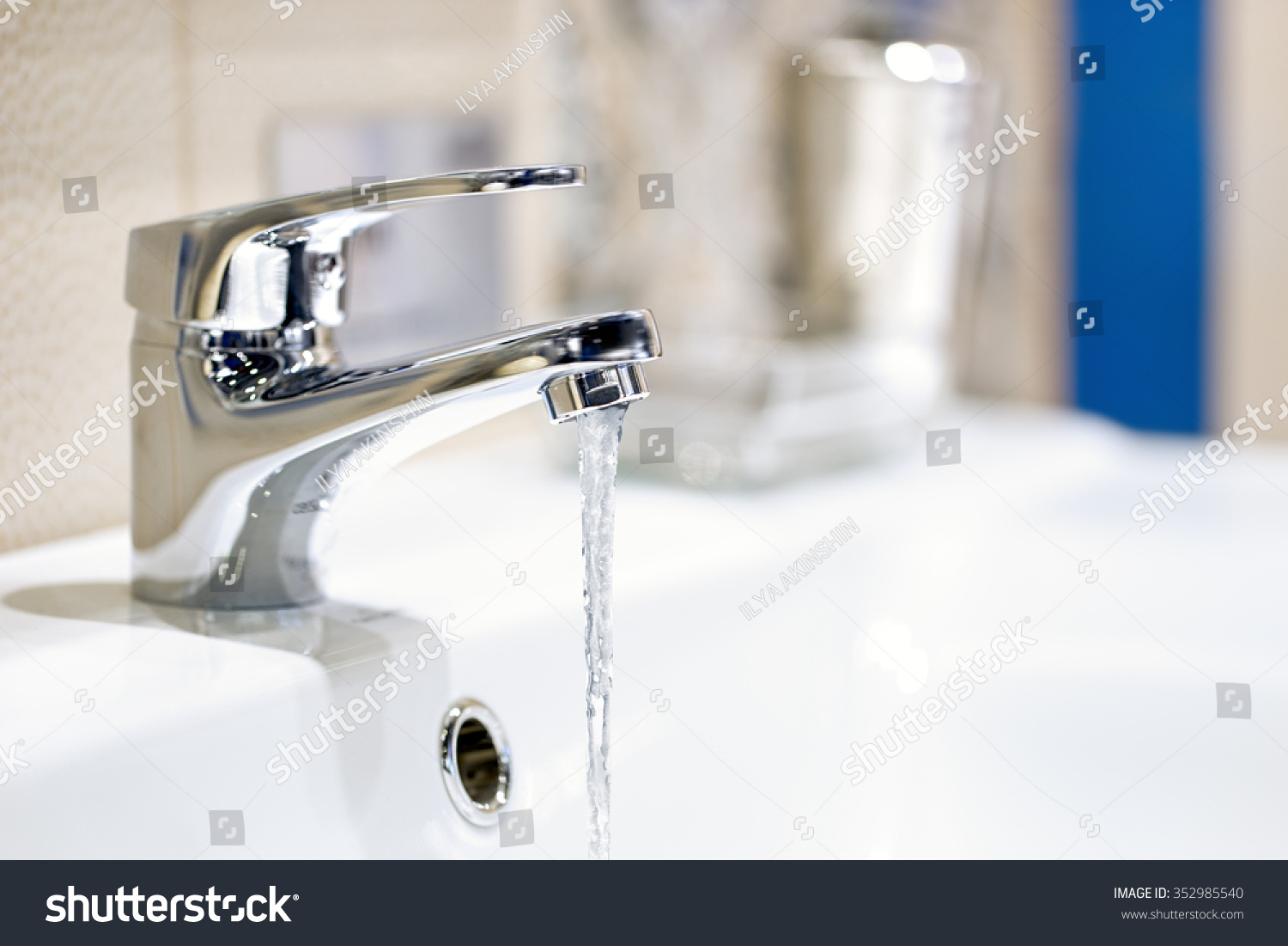 Faucet Water Flow Stock Photo (Royalty Free) 352985540 - Shutterstock