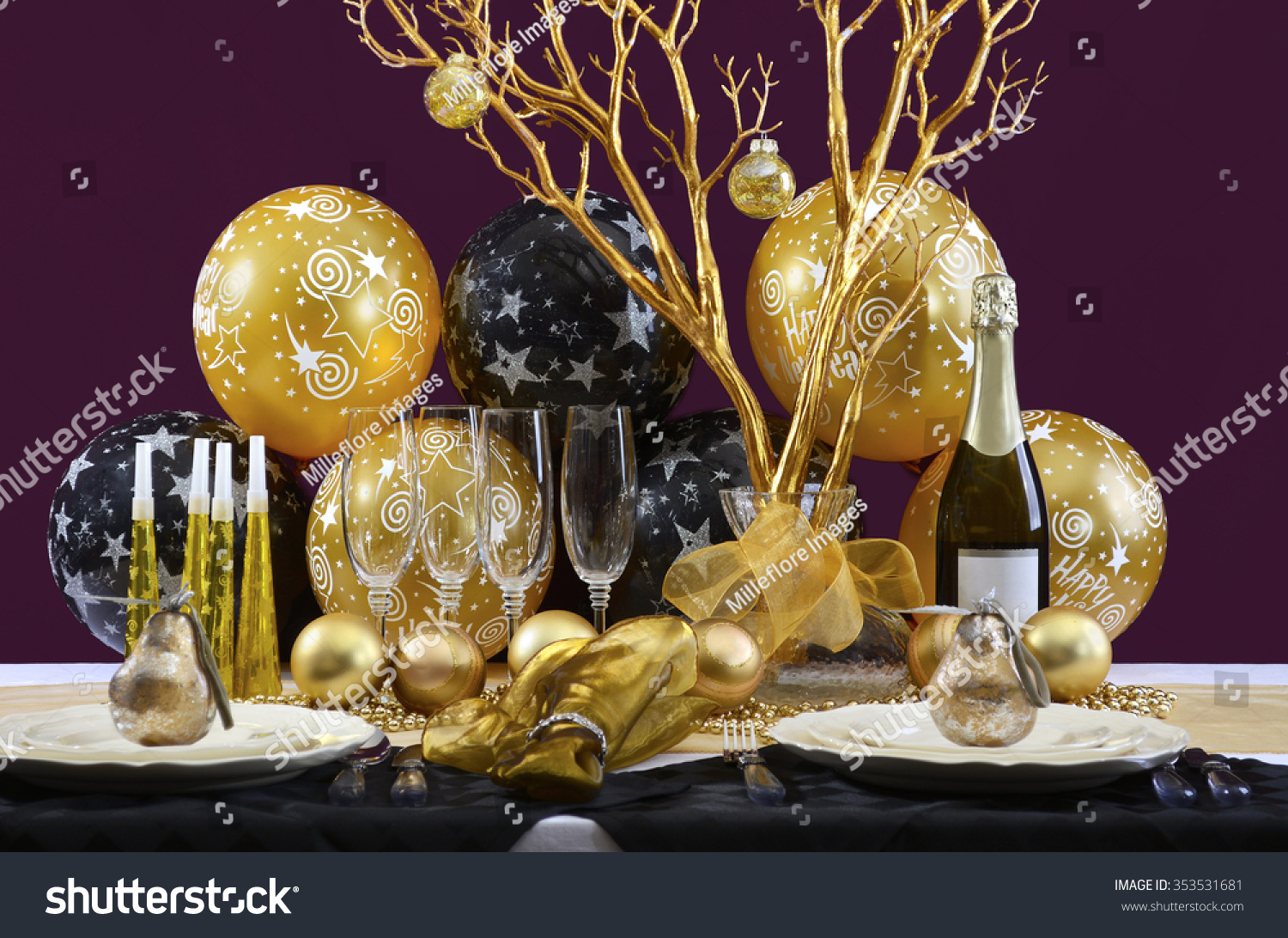 Elegant dinner table setting - Happy New Years Eve Elegant Dinner Table Setting With Black And Gold Decorations Balloons And