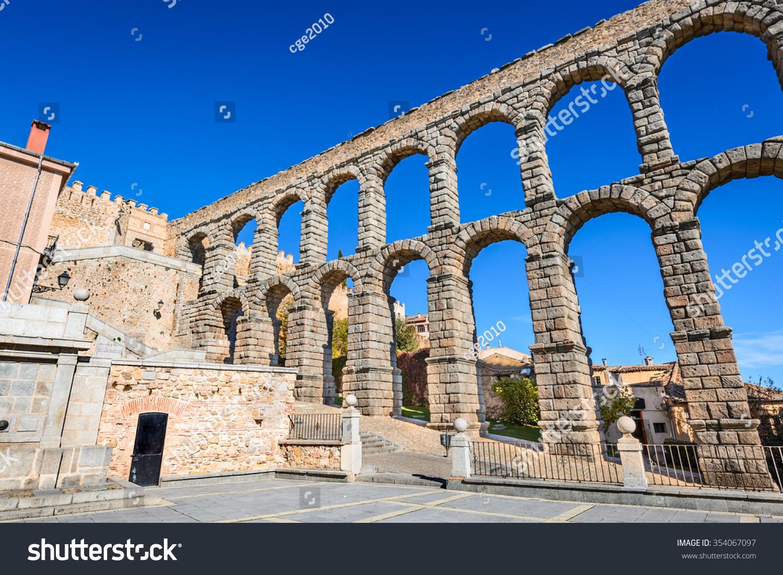 segovia castilla y leon roman aqueduct stock photo 354067097