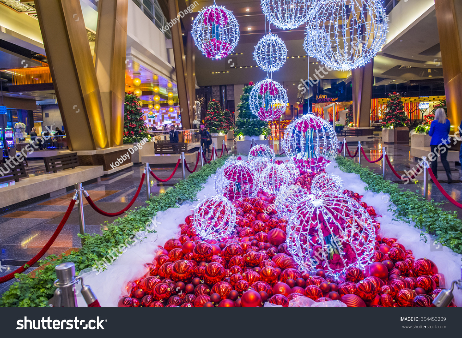 When do they start decorating for christmas in las vegas for When does las vegas decorate for christmas
