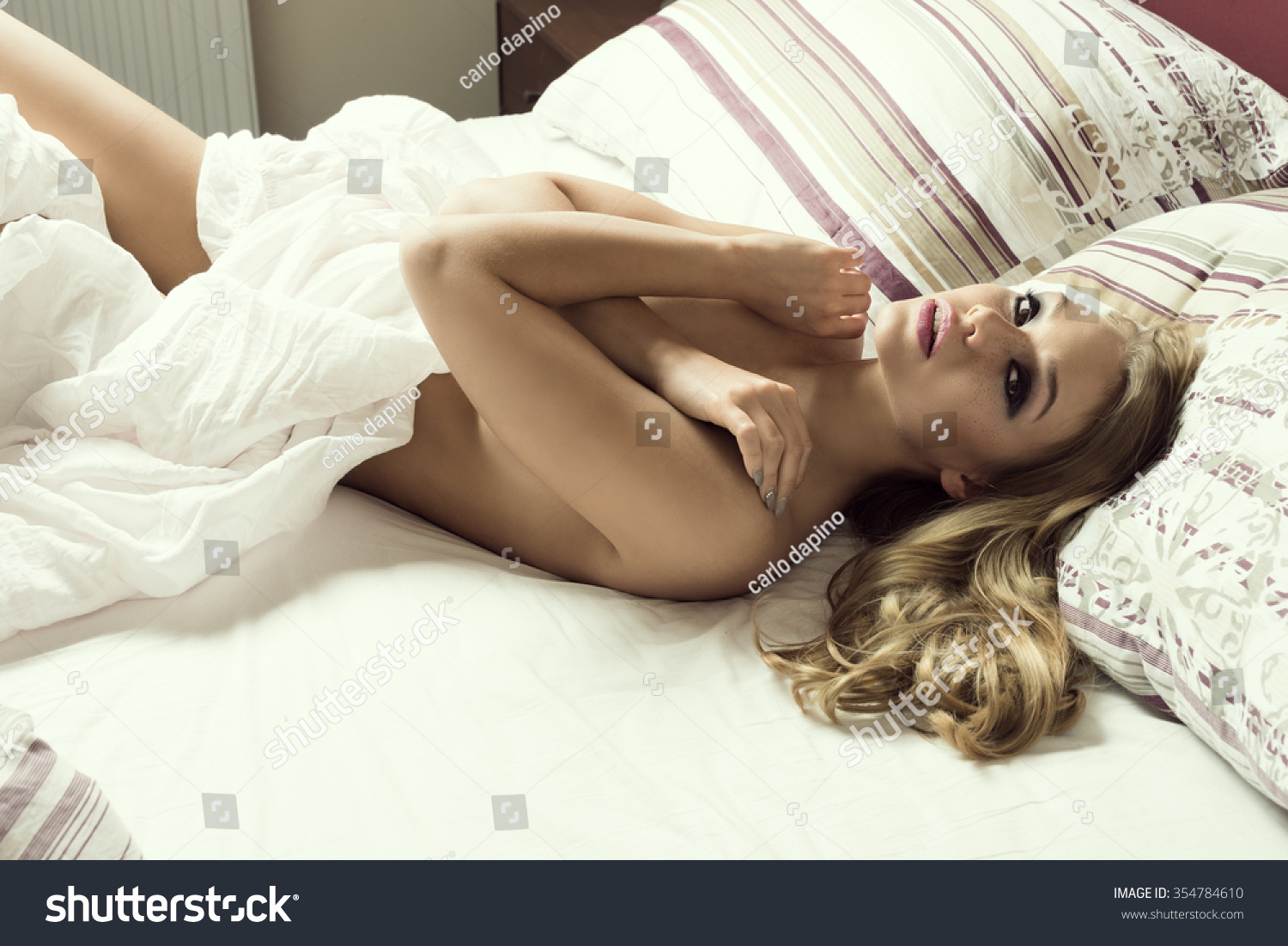 She very sensually extracts all his cum with her hand and mouth 4