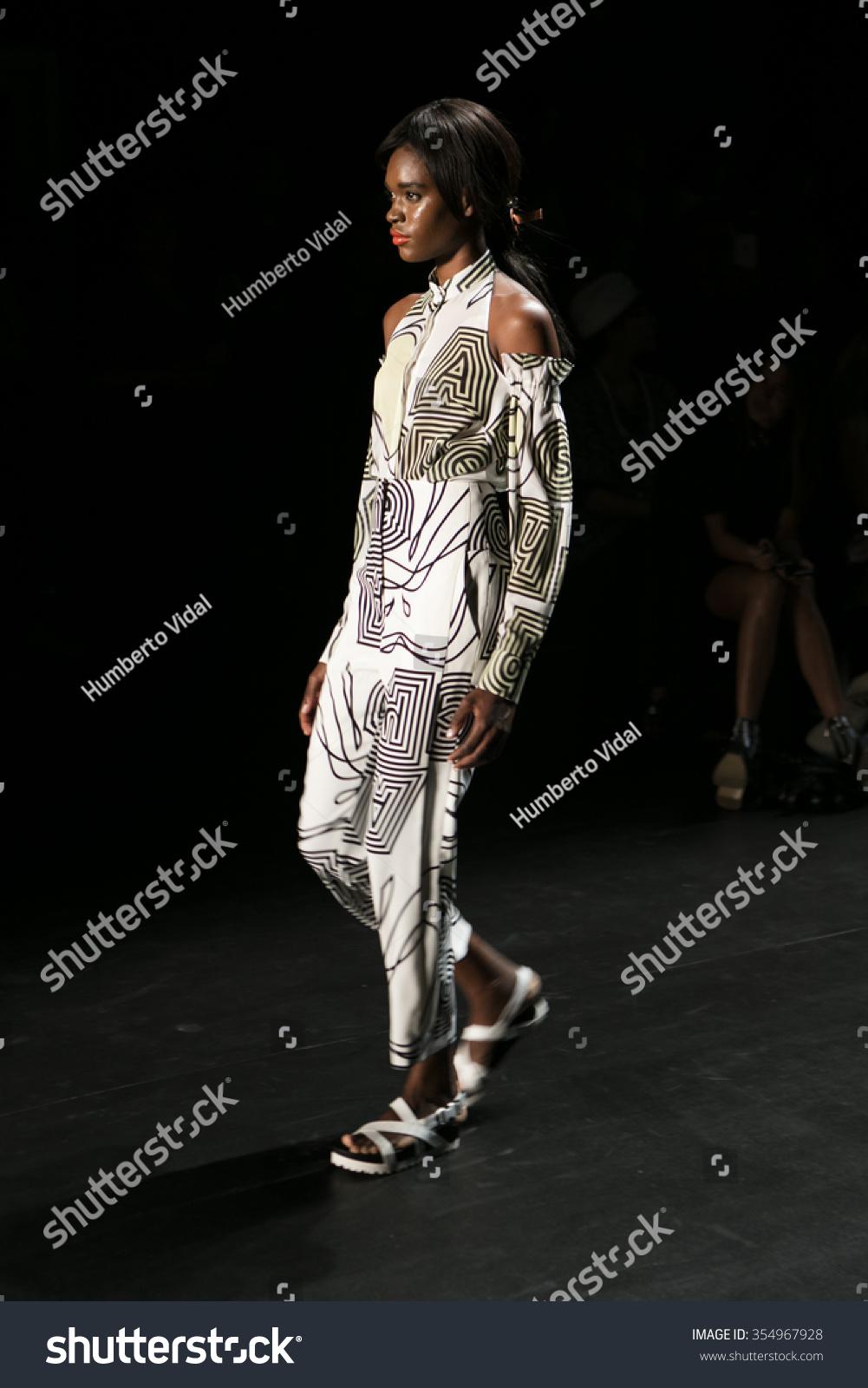 Watch NY Fashion Week 09: Betsey Johnson SpringSummer2010 video
