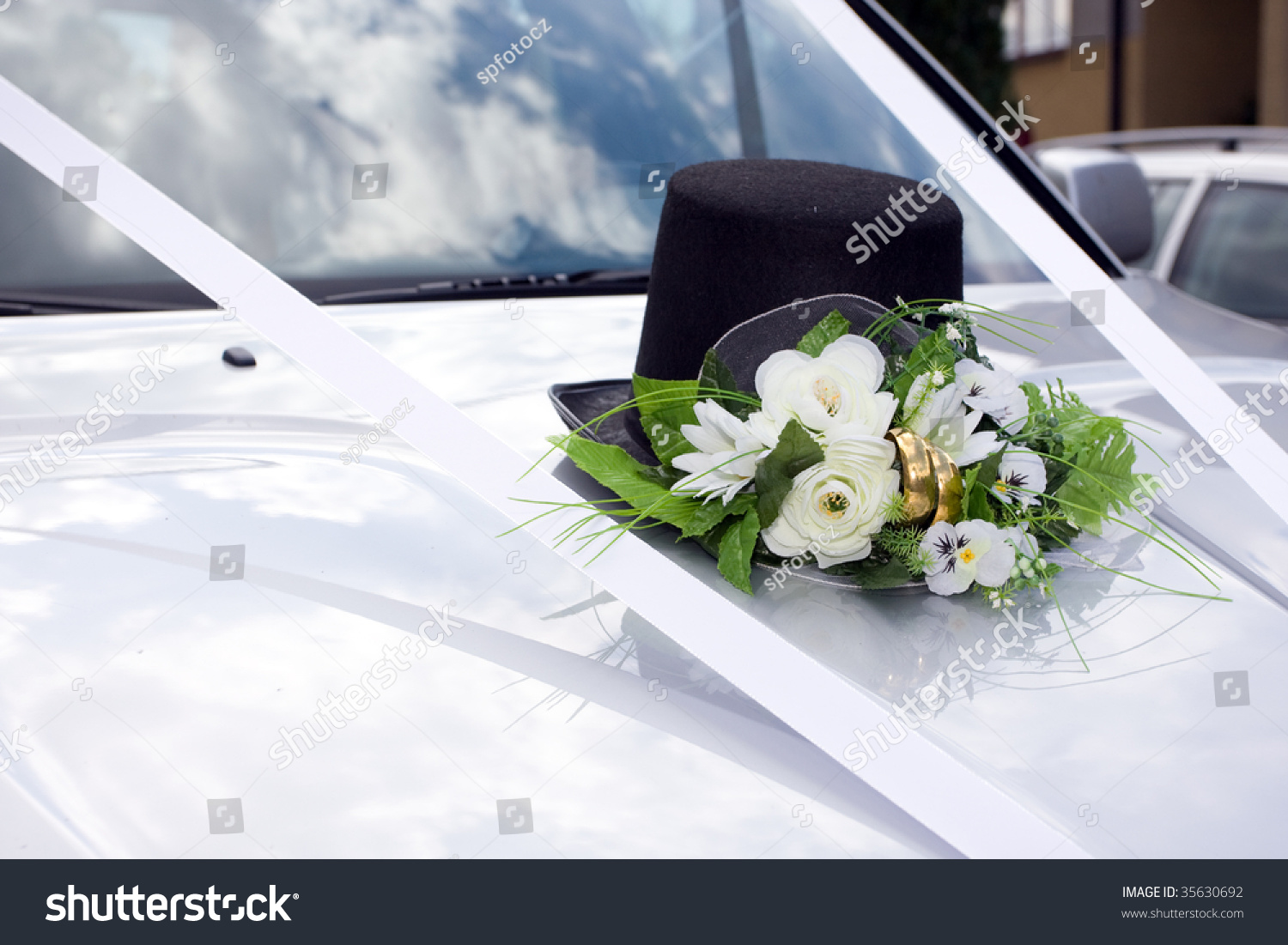 Just Married Cans Car  Grooms