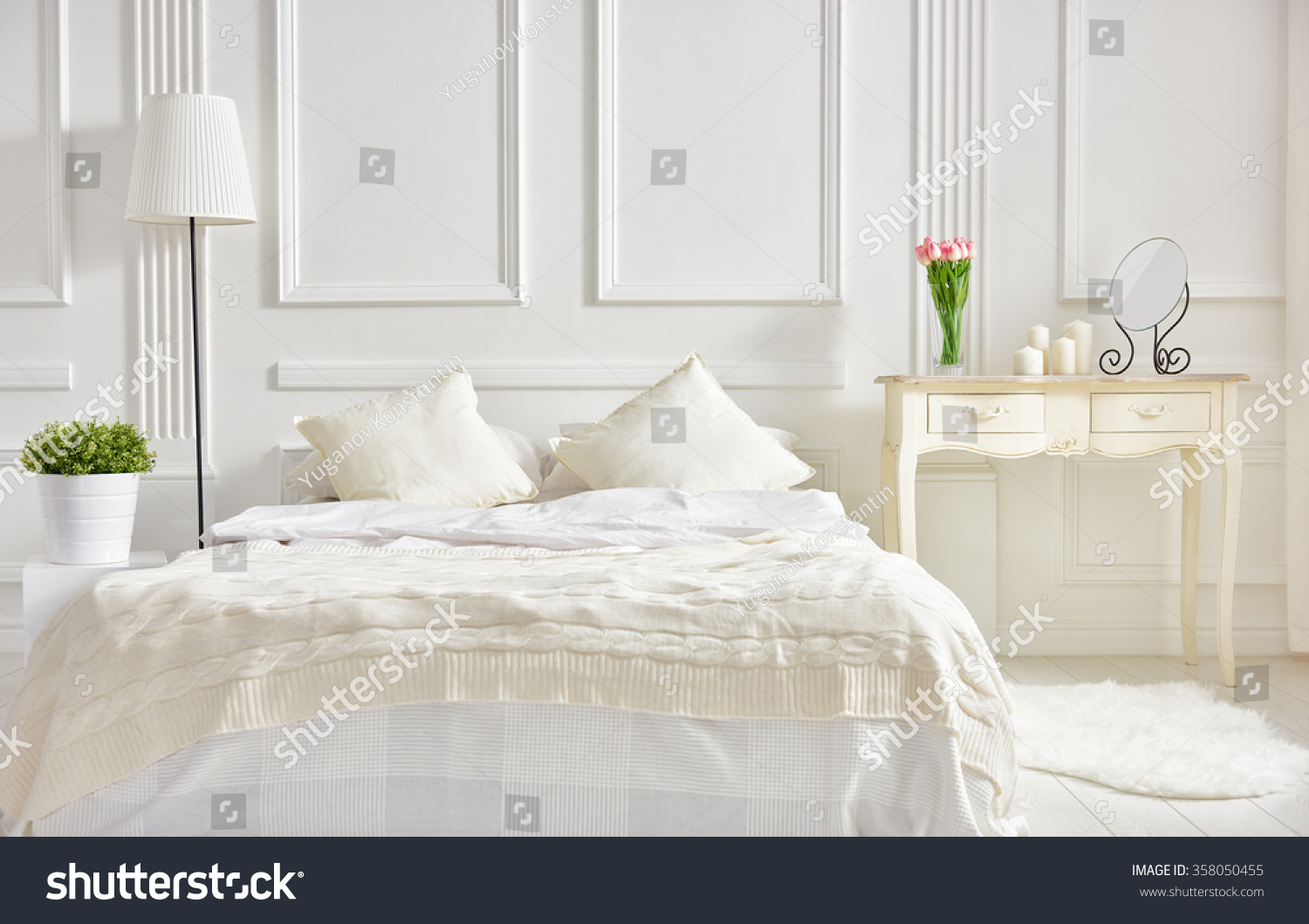 Bedroom in soft light colors big comfortable double bed - Lit confortable design ...