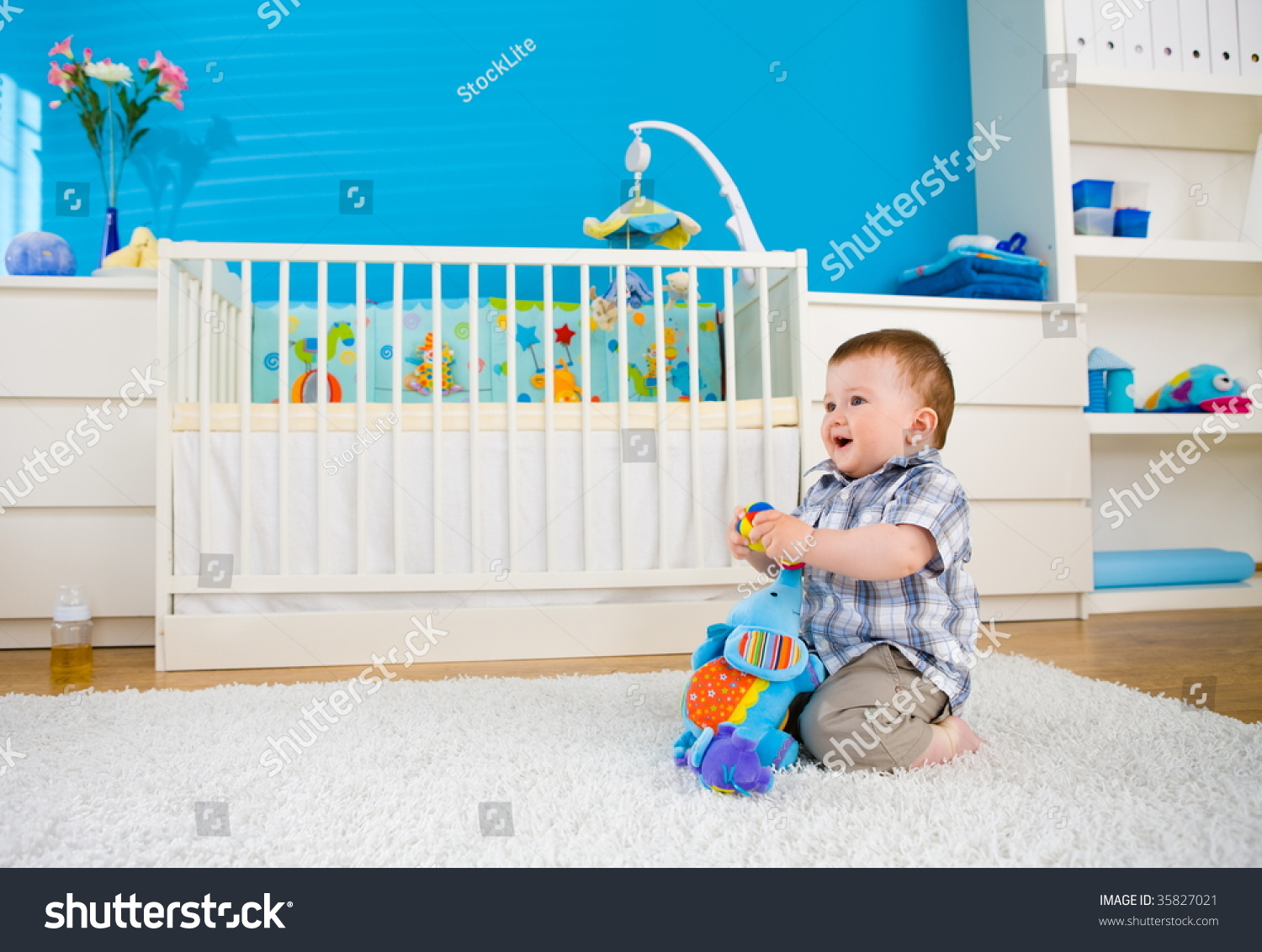 Sweet baby boy 1 year old sitting on floor at home and for Kinderzimmer 1 jahr