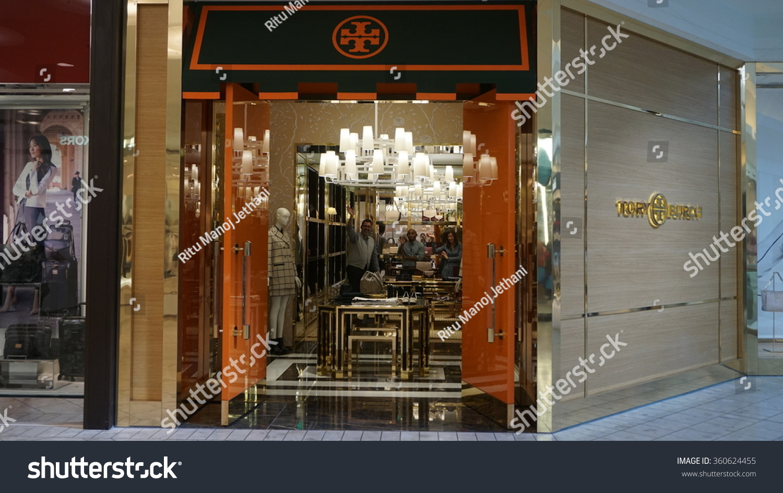 MILLBURN NJ AUG 9 Mall Short Stock Photo (Edit Now) 360624455 ...
