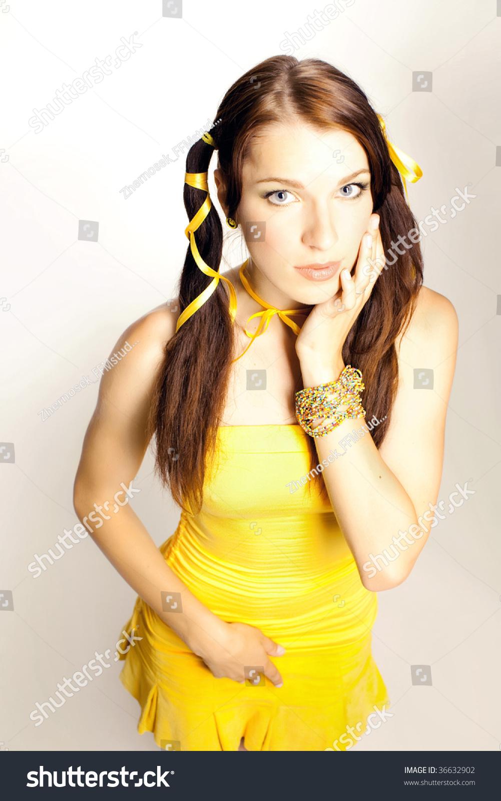 Желтый секс девушка