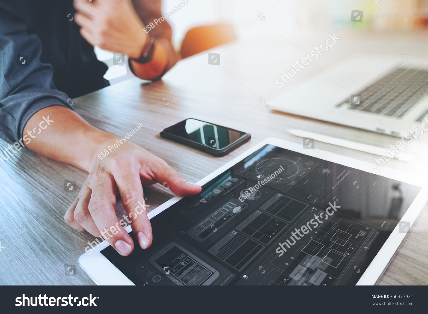 how to find work as a graphic designer
